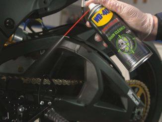 Motorradkette reinigen und pflegen