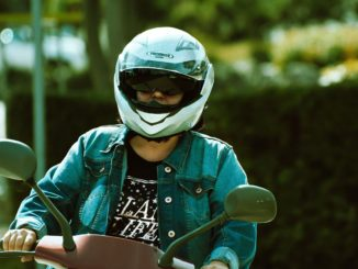 Motorradhelm reinigen